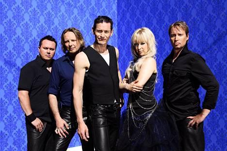 Tähkä nousi suursuosioon Lauri Tähkä ja Elonkerjuu -yhtyeen kanssa. Yhtye jatkoi Tähkän lähdettyä uudella solistilla.