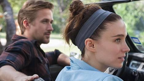 Ryan Gosling ja Rooney Mara näyttelevät pääosia Terrence Malickin draamassa, jossa on sentään kauniita kuvia.