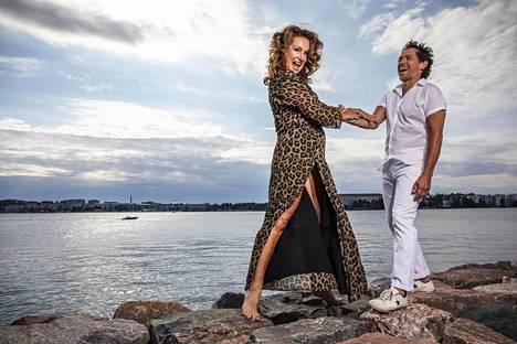 Korona muutti tanssiopetustakin. Nyt Suutari-Jääskö ja Haapalainen eivät voi opettaa kuin netin välityksellä.