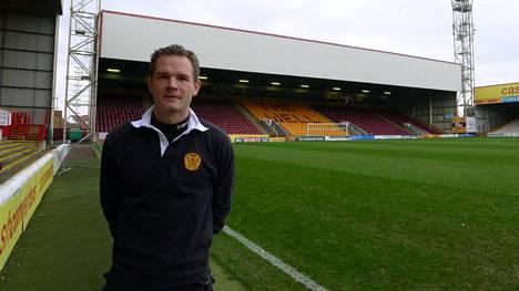 Jonathan Johansson Motherwellin alle 20-vuotiaiden valmentajana vuonna 2013.