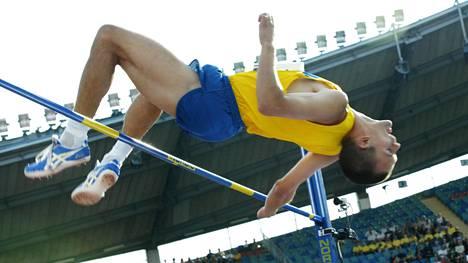 Stefan Holm voitti Ateenan vuoden 2004 olympiakullan lisäksi MM-hopeaa Pariisissa 2003 ja EM-hopeaa Münchenissä 2002. Sisäratojen maailmanmestaruuden ruotsalainen vei nimiinsä peräti neljä kertaa.
