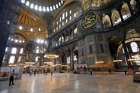 Hagia Sofia on museona ollut maksullinen. AKP:n edustajan mukaan moskeijana rakennukseen pääsy olisi ilmaista.