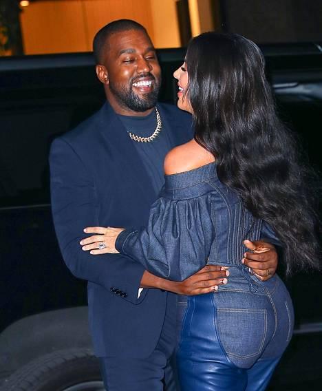 Kanye West ja Kim Kardashian kuvattuna parempina aikoina.