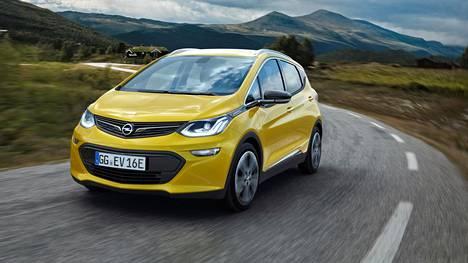 Opelin sähköisellä uutuudella uskaltaa lähteä kauas latauspisteistä, valmistaja vakuuttaa.