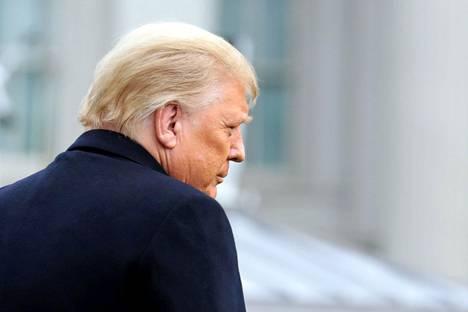 Presidentti Donald Trump vapautettiin Ukraina-kohua koskevista virkasyytteistä vuosi sitten. Nyt hänestä on tulossa historian ensimmäinen Yhdysvaltain presidentti, joka asetetaan virkasyytteeseen kahdesti.
