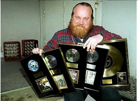 Göstä Sundqvistin yhtye teki 16 studioalbumia, joista suuri osa oli jättimenestyksiä.