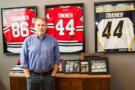 Markus Lehto neuvottelee pelaajasopimuksia NHL:n kanssa. Toimisto on Chicagossa.