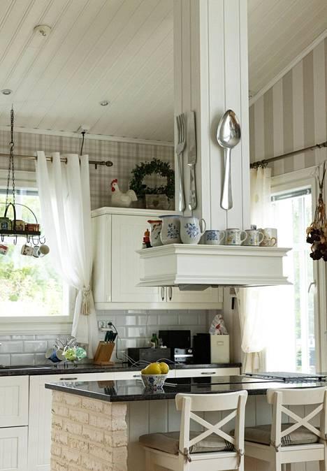 Keittiösaarekkeita alkoi Rinteen mukaan näkyä ensimmäisiä kertoja Raision asuntomessuilla vuonna 1997.