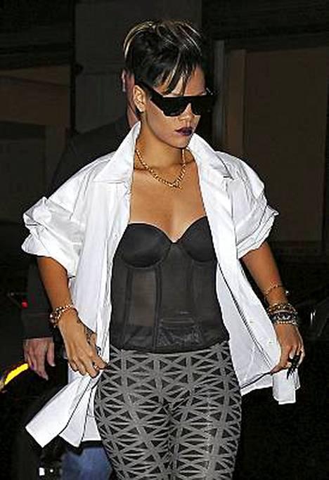 Rihannan korsettinen klubiasu lauantaina New Yorkissa.
