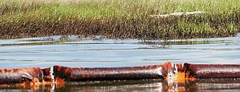 Tutkijoiden laskelmien perusteella meressä on edelleen 70-79 prosenttia vuotaneesta öljystä.