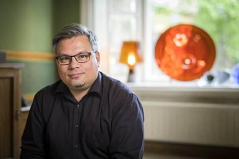 Kirjailija Tommi Kinnunen on tehnyt havaintoja nuorten kielitaidon köyhtymisestä.