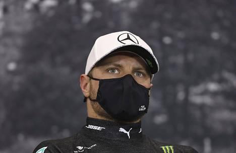 Mercedeksen formulakuljetta Valtteri Bottas on käyttänyt Medantan maskia.