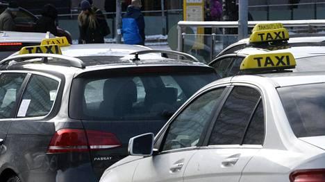 Taksiuudistuksen jälkeen takseista on riittänyt puhetta.