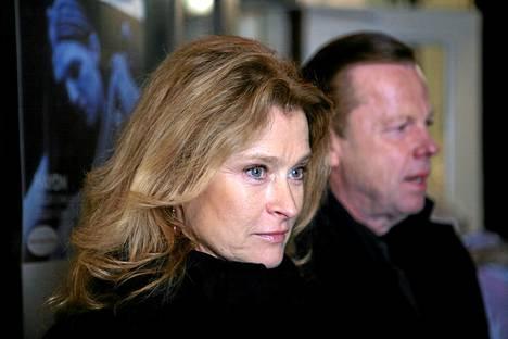 Katarina Ahlsell ( Lena Endre) ja Kurt Wallander (Krister Henriksson).