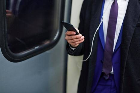 Moni oli sitä mieltä, että julkisessa liikennevälineessä kannattaa muistaa kuulokkeet tai häiritsee muita matkustajia.