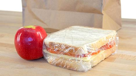 Esimerkiksi Tanskan kouluissa ei ole mahdollisuutta kouluruokaan. Eväät on pakattava joka päivä.