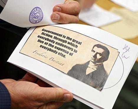 Frédéric Bastiat oli ranskalainen taloustieteilijä, joka kannatti täysin vapaata markkinataloutta ja vastusti veroja.