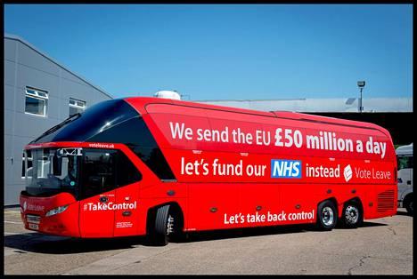 Vote Leave -kampanja muistetaan väitteestä, jonka mukaan EU:lle maksettavilla rahoilla voitaisiin rahoittaa julkista terveydenhuoltojärjestelmää. Cummings oli myös tämän väitteen taustalla.