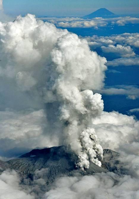 Ontake-vuori on shintolaisten pyhä vuori ja suosittu pyhiinvaelluskohde, jonka huipulle pääsee patikoimalla.