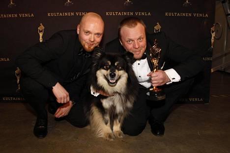 Venla 2018 -yleisöäänestyksen voittanut Eränkävijät ohjelma, Äijä koira, Teemu Hostikka ja Aki Huhtanen.