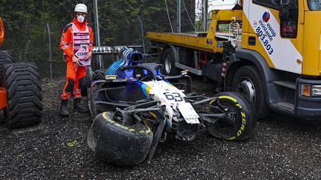 George Russellin Williams kärsi pahoja vaurioita kolarissa Valtteri Bottaksen kanssa.