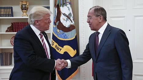 Yhdysvaltojen presidentti Donald Trump ja Venäjän ulkoministeri Sergei Lavrov kuvattuna toukokuussa 2017.