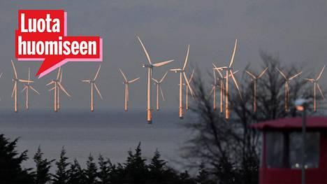 Energiamurros etenee Euroopassa. Kuvassa tuulisähkön tuotantoa Walesin rannikolla Britanniassa.