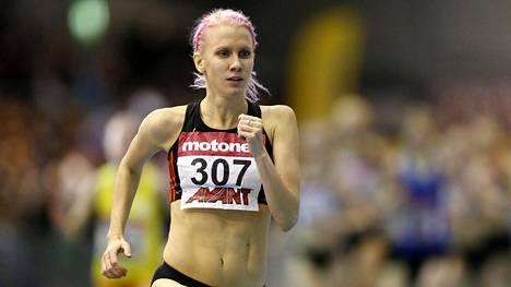 Sandra Eriksson kuvattuna naisten 3000 metrillä Tampereella.