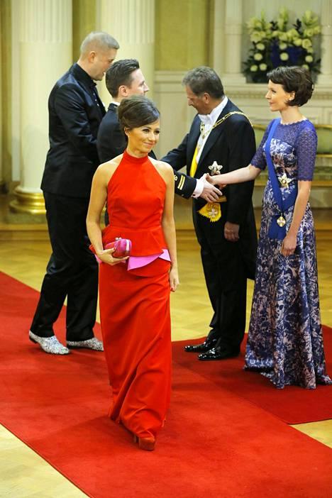 Vuonna 2012 Linnan juhlissa nähty iltapuku oli Laura Juslinin suunnittelema.