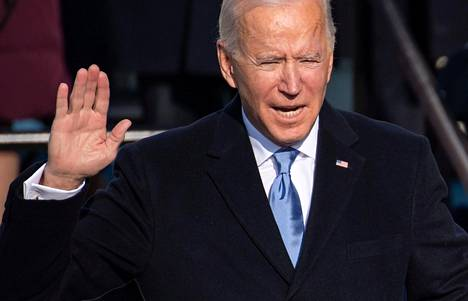 Joe Biden vannoi virkavalansa kello 11.48 Yhdysvaltain itärannikon aikaa.