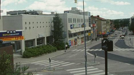 Etsintäkuulutettu mies pisti painiksi kauppiaan kanssa Riihimäen Keskuskadulla.