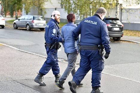 Poliisi otti tappelun osalta kiinni viisi henkilöä.