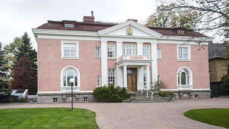 Britannian suurlähetystön residenssi sijaitsee Kaivopuistossa Itäinen puistotie 15:ssä.
