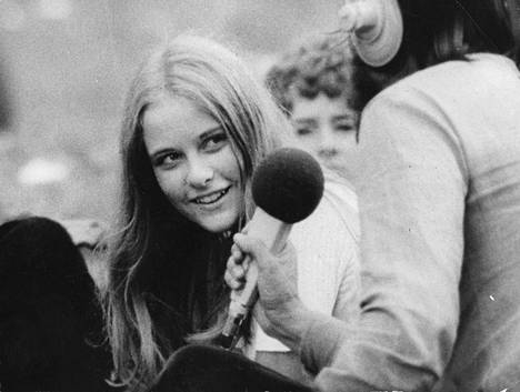 Dokumenttielokuva Perkele! Kuvia Suomesta sai ensi-iltansa 1971. Donner teki elokuvan yhteistyössä Erkki Seiron ja Jaakko Talaskiven kanssa.