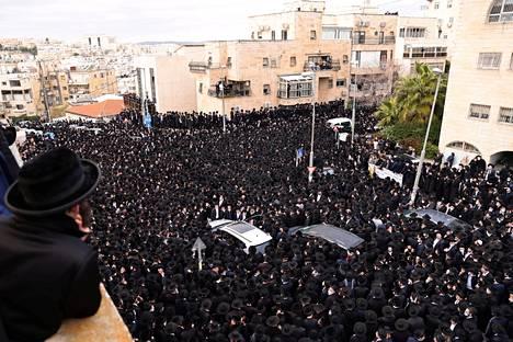 Jopa 8000–10000 ultraortodoksia osallistui hautajaisiin Jerusalemissa 31. tammikuuta.