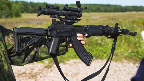 Poliisi ei ole kertonut, minkä mallisen rynnäkkökiväärin varkaat saivat haltuunsa.