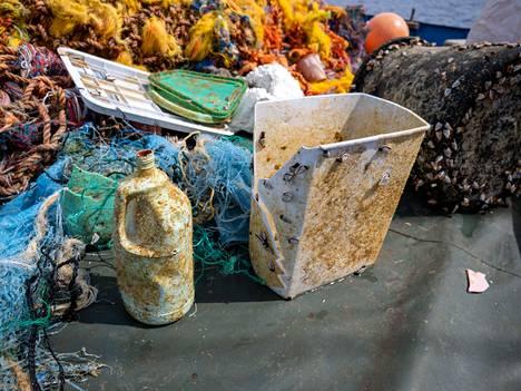 Merissä on niin mikromuovia kuin isompiakin muoviroskia.