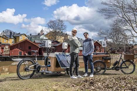 Panu Varstala ja Antti Lahti ovat Trash Heroes. Miehet kiertävät Suomea siivoamassa ja tanssimassa.