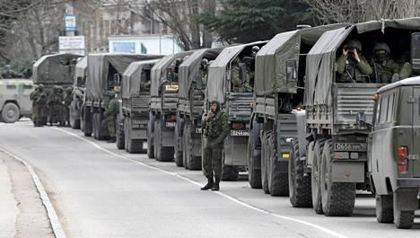 Venäjän armeijan ajoneuvoja lauantaina Balaklavassa Krimillä.