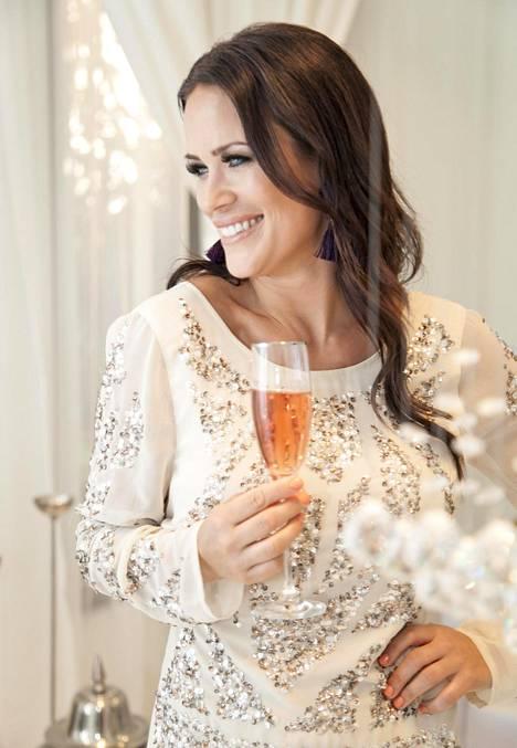 Rauhallisesti uuttavuotta juhlinut Martina Aitolehti ei tahdo väkisin juhlia pilkkuun saakka.
