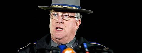 Paul Vance liittovaltion poliisista puhui tiedotustilaisuudessa.