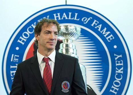 Joe Sakic voitti vuonna 2009 päättyneellä pelaajaurallaan kaiken mahdollisen, muun muassa MM- ja olympiakultaa, World Cupin, kaksi Stanley Cupia, NHL:n arvokkaimman pelaajan Hart Trophyn ja pudotuspelien MVP:n Conn Smythen.