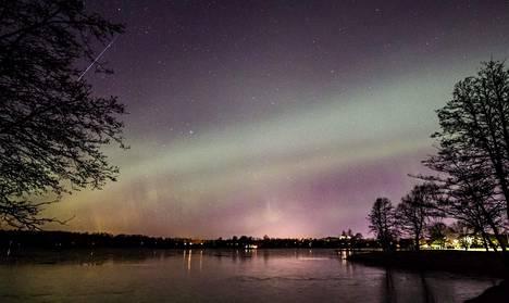 Vuonna 2015 Geminidien tähdenlennot näkyivät näin upeasti Järvenpään rantapuistossa.