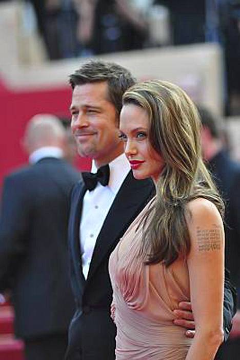 Brad Pitt ja Angelina Jolie yhteiskuvassa Ranskan Cannesissa.