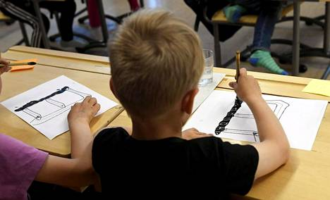 Suomen koulujärjestelmän uudistus herättää tohtorin mukaan ihmetystä ulkomailla.