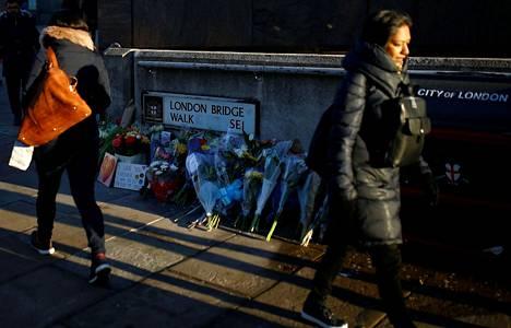 Usman Khan vapautui vankilasta viime joulukuussa. Perjantaina hän hyökkäsi ihmisten kimppuun kuuluisalla London Bridge -sillalla ja tappoi kaksi ihmistä.
