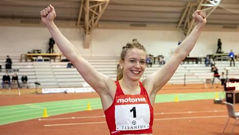 Lotta Kemppinen voitti lauantaina 60 metrin Suomen mestaruuden ja teki taas uuden SE:n, 7,16.