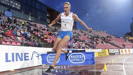 Topi Raitanen voitti estekisan.