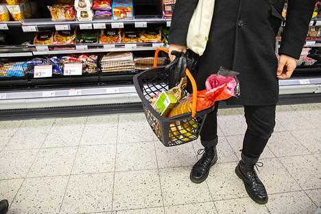 40 prosenttia lapsiperheistä syö laatikkoruokia vähintään kerran viikossa, Saarioinen kertoo kyselyn tuloksista.
