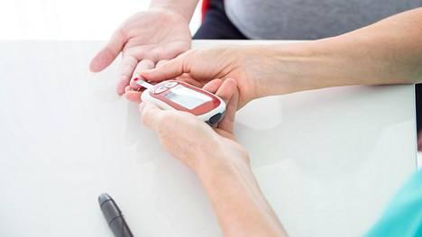 Terveiden verensokeriarvot pysyttelevät suunnilleen välillä 4–8 mmol/l, Diabates.fi-sivuilla kerrotaan. Tyypin 1 diabeteksen hoidossa insuliinihoito on elintärkeä. Tyypin 2 diabetes ei aivan kaikissa tapauksissa vaadi insuliinihoitoa.